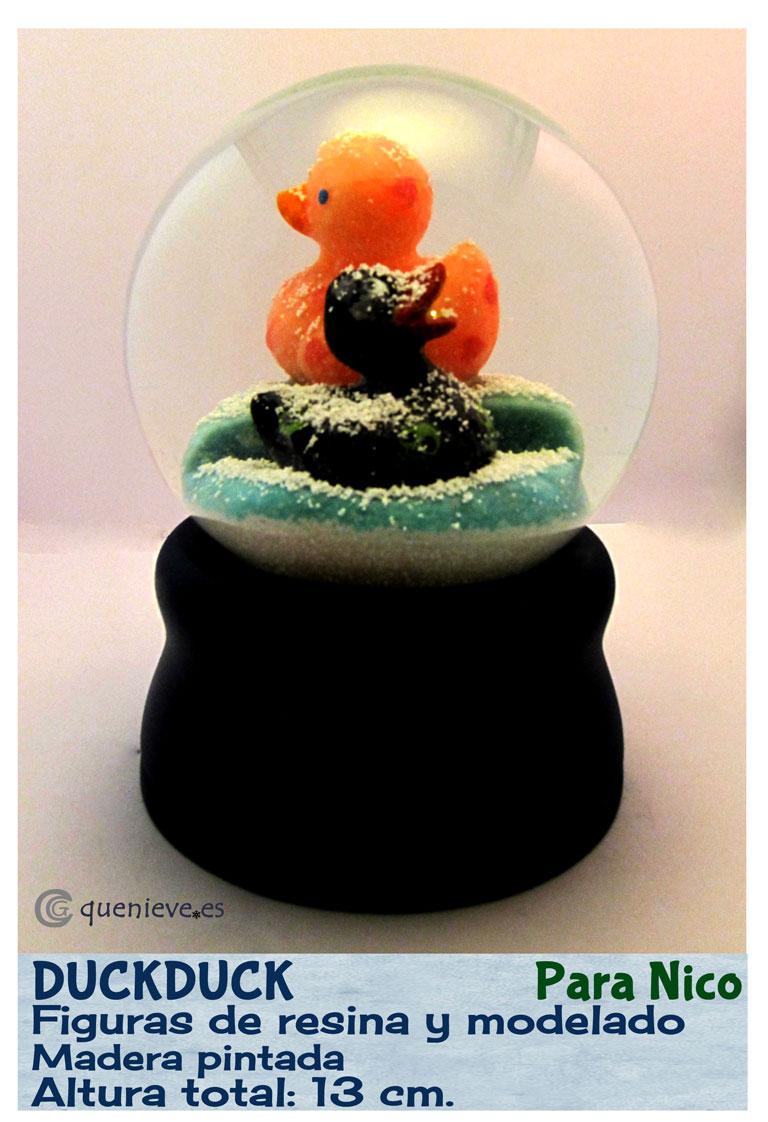 Bola de nieve personalizada con patos de goma. Creada por QueNieve