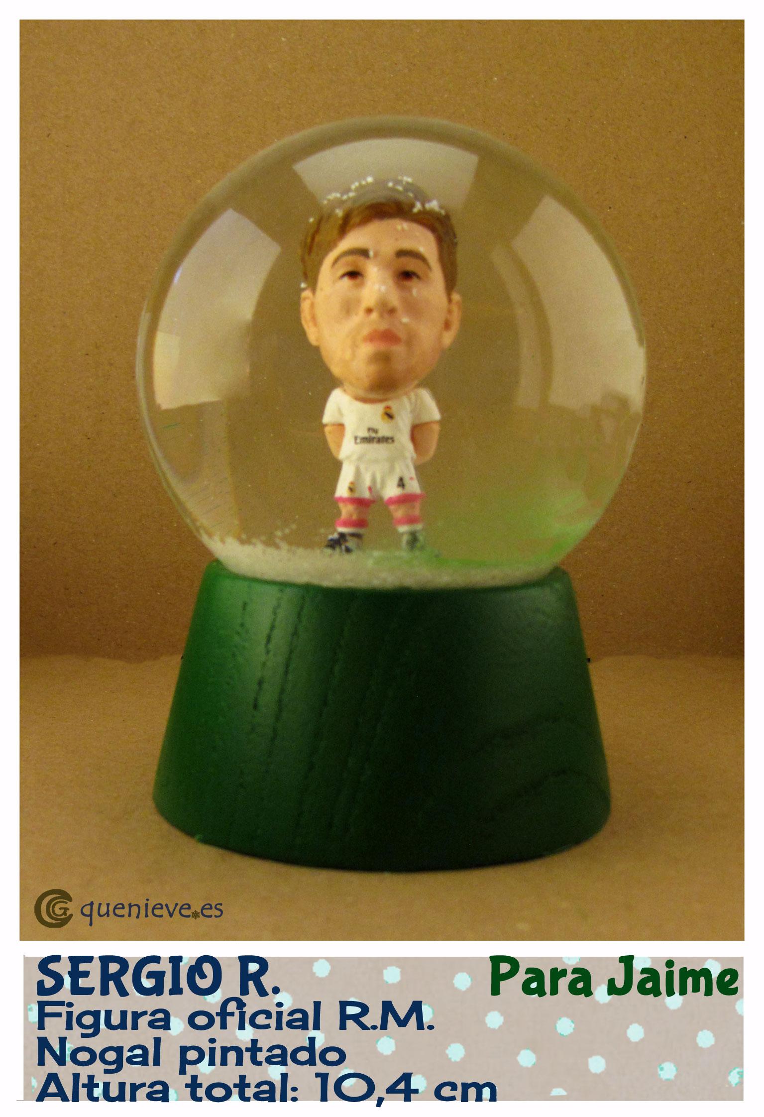 Bola de nieve personalizada con figura Sergio Ramos. Creada por QueNieve