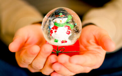 HOW TO MAKE A SNOW GLOBE IN EIGHT STEPS