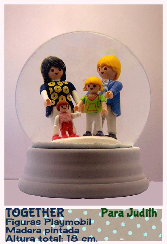 Bola de nieve personalizada con Playmobil. Creada por QueNieve