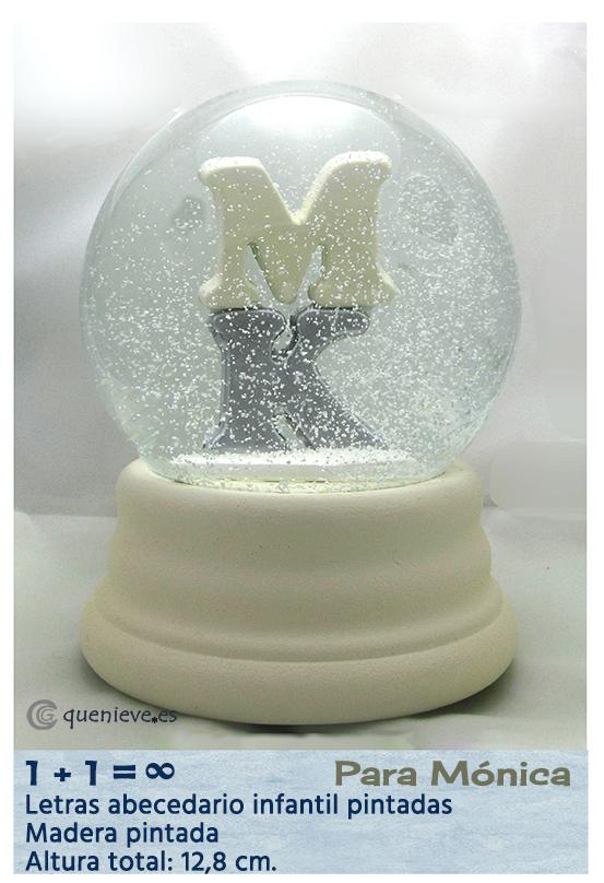 Bola de nieve personalizada con figuras letras. Creada por QueNieve